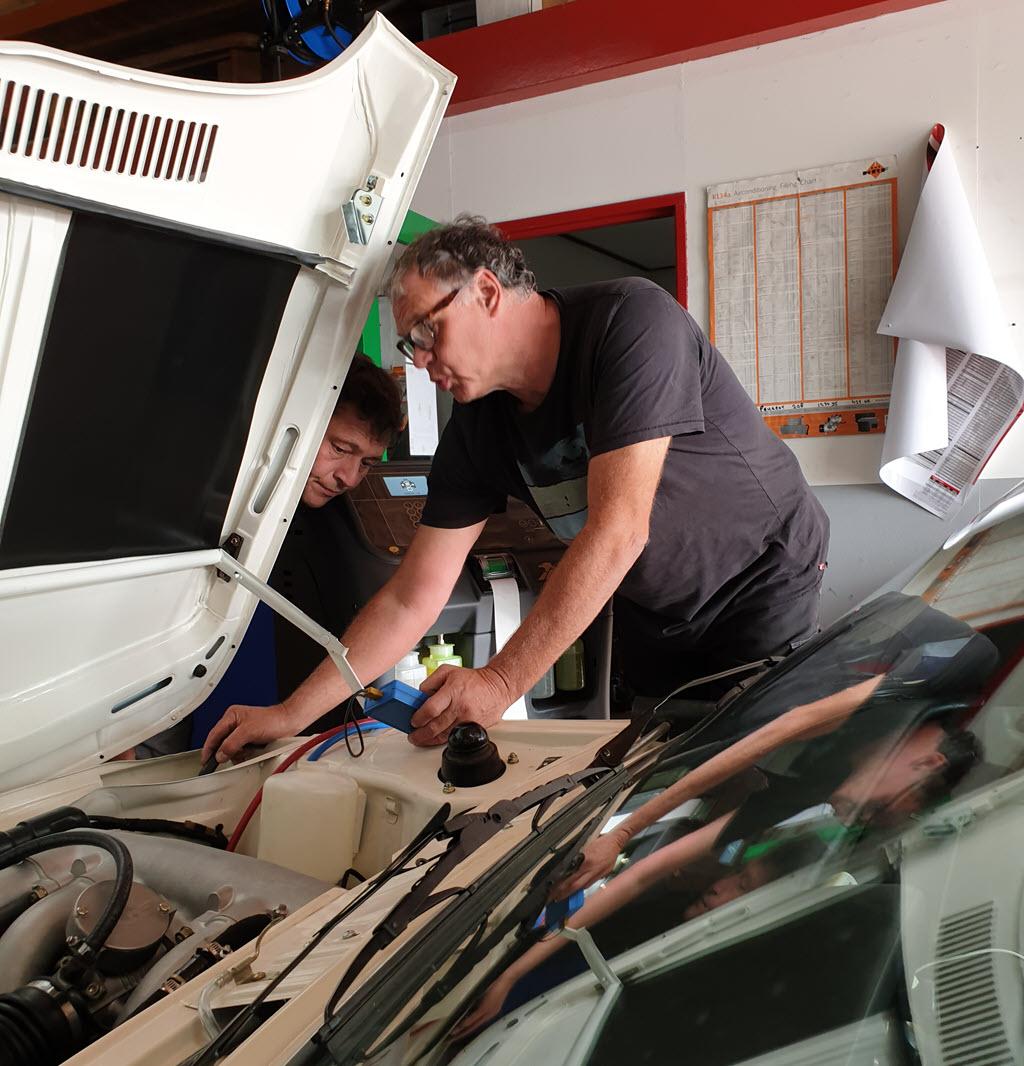 Controleren en meten voor het werkend krijgen van de airconditioning